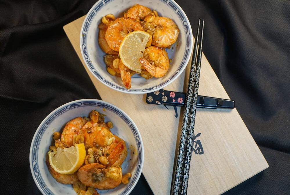 Curry Garnelen mit gerösteten Erdnüssen und Knoblauch