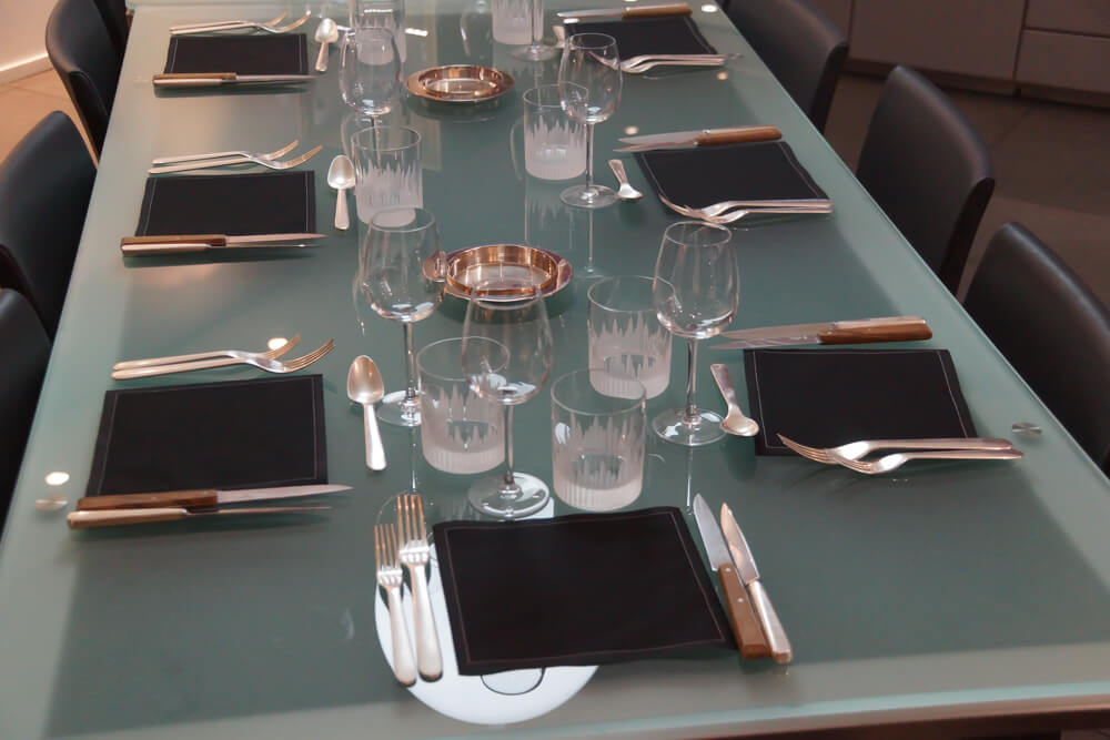 École de Cuisine Ducasse, Paris - fein gedeckter Tisch