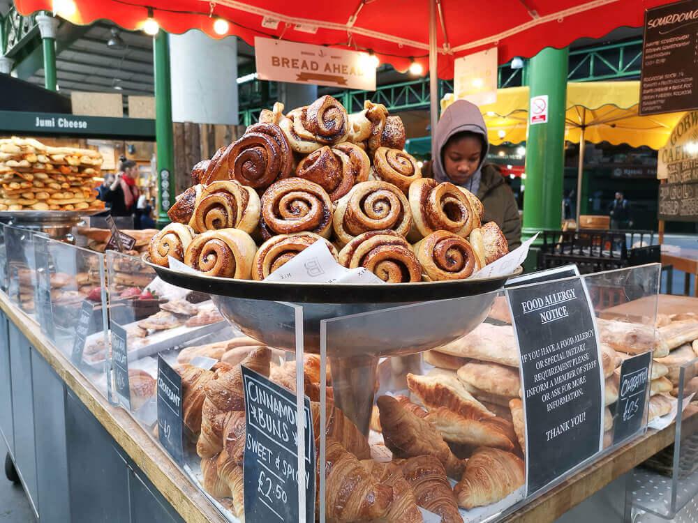 Borough Market, London - Bäckerei mit Zimtschnecken