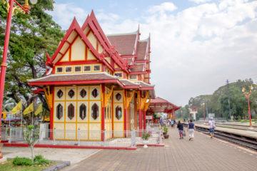 Hua Hin Bahnhof, Thailand - Bahnhofshalle und Gleise