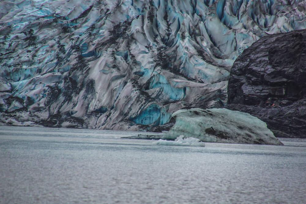 Mendenhall-Gletscher - blau weißes Eis
