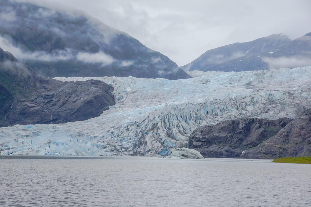 Mendenhall-Gletscher - nebel über dem Gletscher See