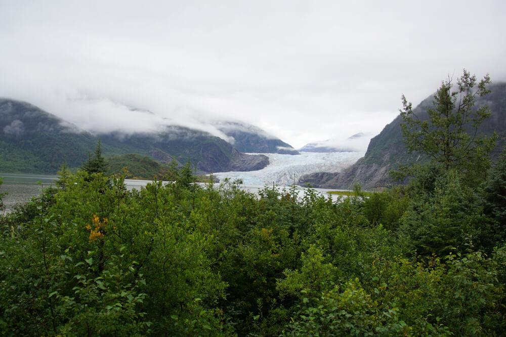 Mendenhall-Gletscher - nebel über dem Gletschersee