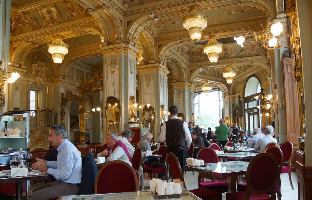 New York Café in Budapest, Ungarn - Typisches Kaffeehaus Flair