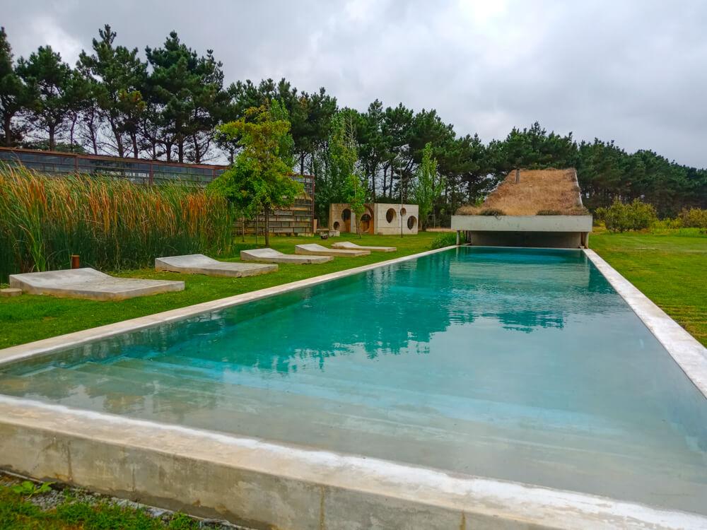Rio do Prado Hotel, Portugal - Pool mit gepflegtem Garten