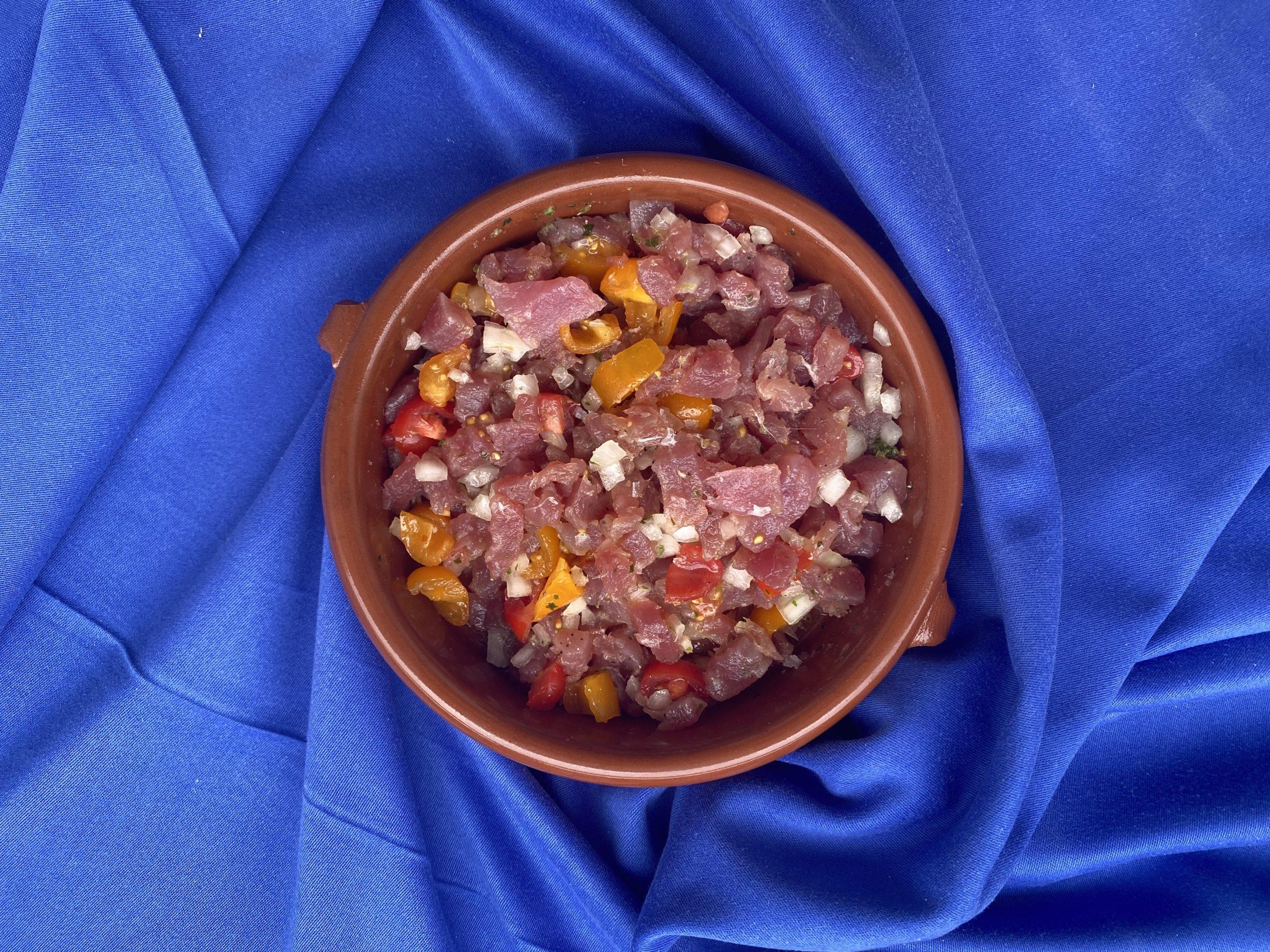 Thunfisch Ceviche mit Tomaten und Olivenöl-min